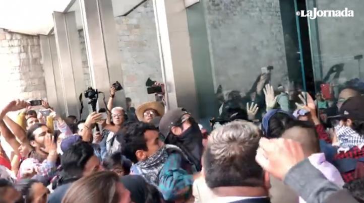 Estudiantes de la ENAH piden entrar al Museo de Antropología