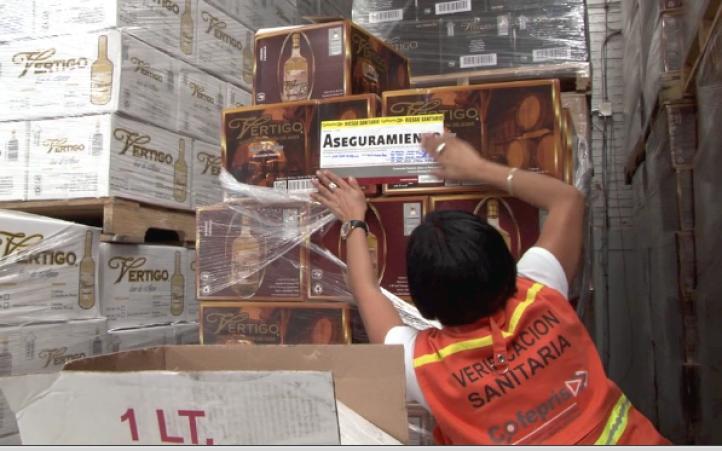 Decomisan un millón de litros de bebidas alcohólicas 'pirata'