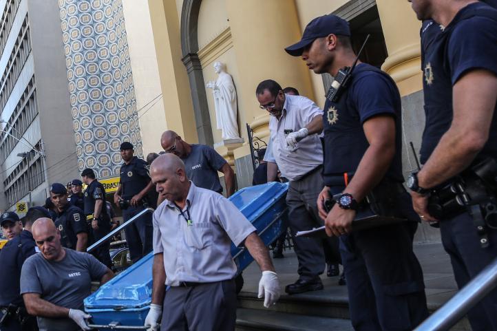 Hombre mata a cuatro y se suicida en Catedral de Brasil
