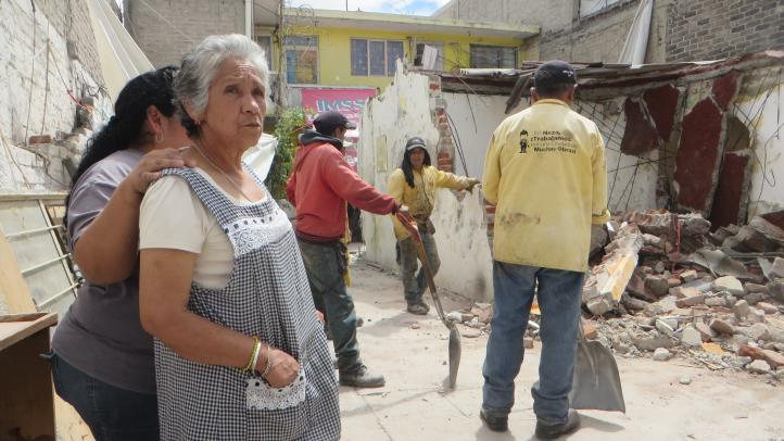 Neza: Inicia demolición de casas afectadas por sismo