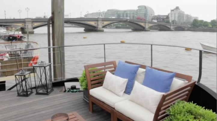 Se popularizan las casas y los restaurantes flotantes en Londres