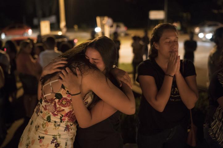 Vigilia en honor a víctimas de derrumbe de presa en Brasil
