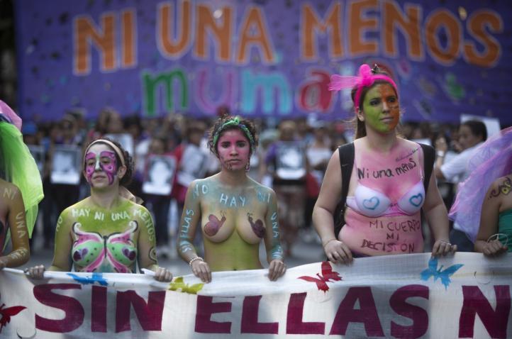 Marchan en Latinoamérica contra la violencia a la mujer