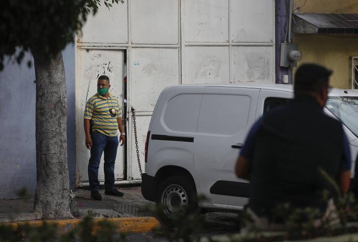Aseguran autos de lujo, en cateos por atentado contra García Harfuch