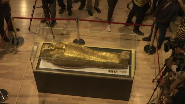 Egipto exhibe féretro devuelto por el Met de Nueva York