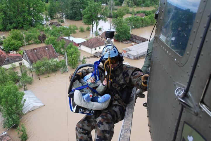 Inundaciones afectan a un millón 600 mil personas en Los Balcanes