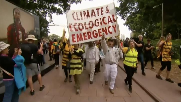 Activistas ambientalistas cortan carreteras en Australia