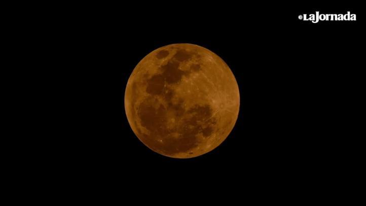 Súper Luna y eclipse, dos fenómenos que los capitalinos no se quisieron perder