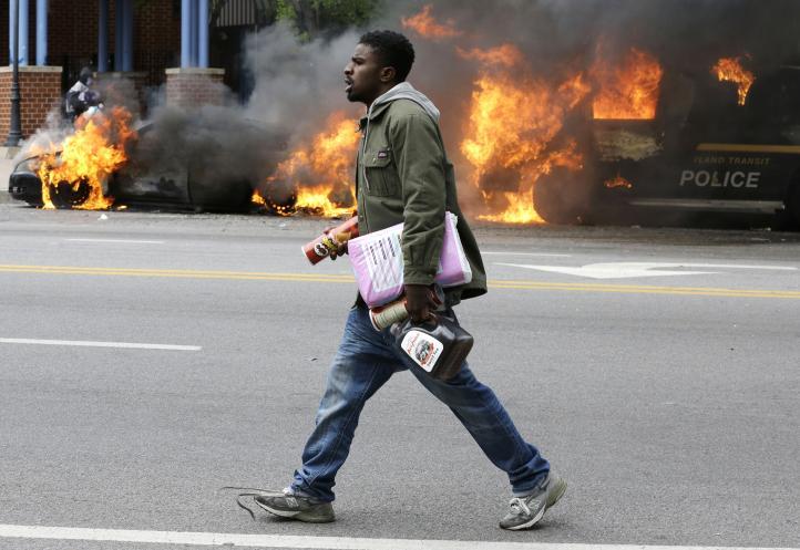 Disturbios dejaron 20 policías heridos y más de 200 detenidos en Baltimore