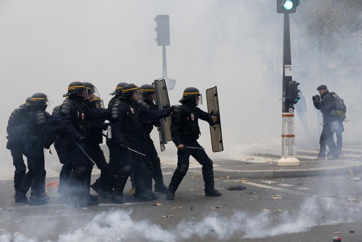 Cien detenidos durante manifestaciones en París por COP21