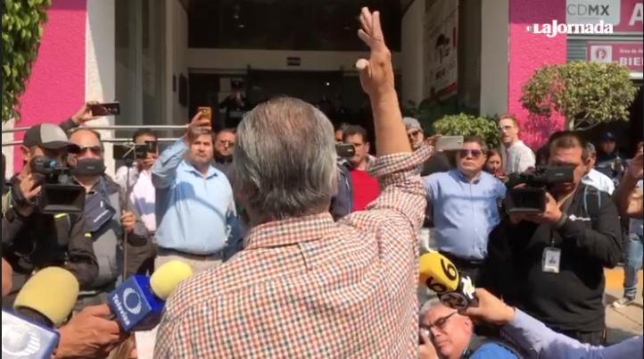 Taxistas protestan contra servicio de transporte privado