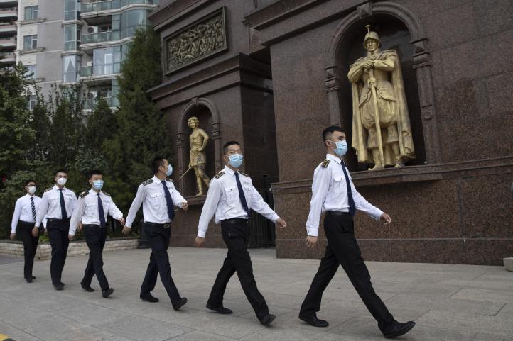 Autoriza China vacuna contra Covid-19 para su ejército