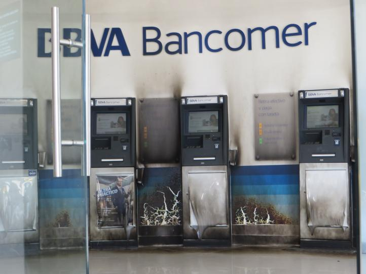 Prenden fuego a sucursal bancaria en Ecatepec