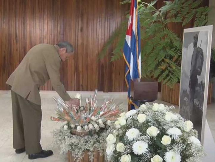 Raúl Castro Ruz rinde tributo póstumo a Fidel