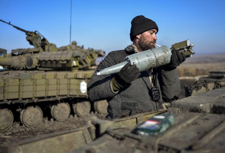 Recrudece violencia en Ucrania a horas del alto al fuego