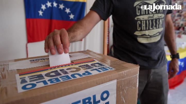 Venezolanos en México participan en el plebiscito de la Constituyente