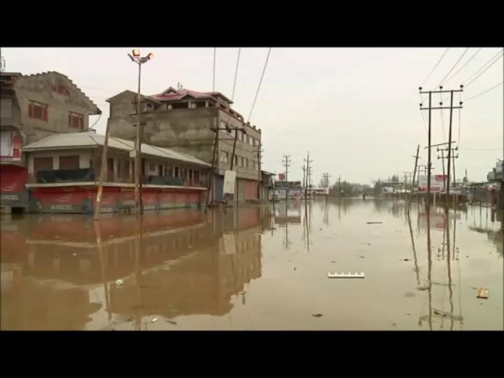 Inundaciones en Cachemira dejan 16 muertos