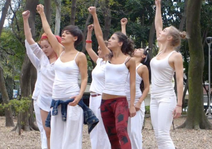 Danzan por Ayotzinapa en el Parque México