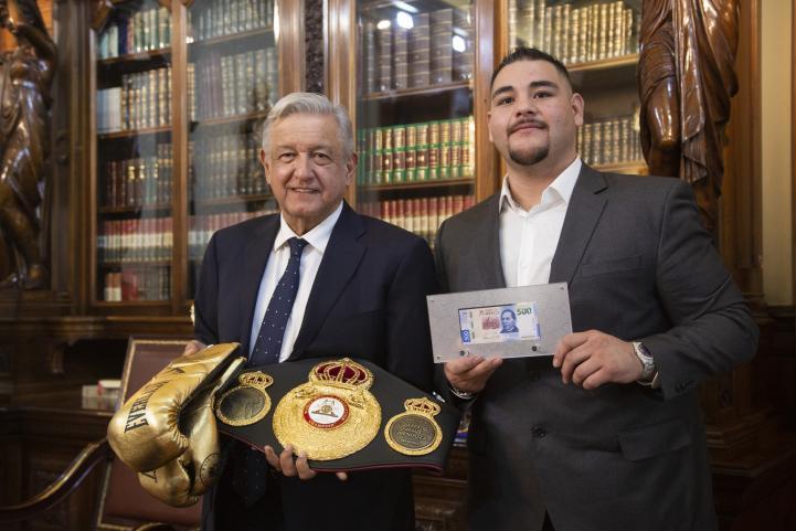 Se reúne AMLO con Andy Ruiz, campeón mundial de peso completo