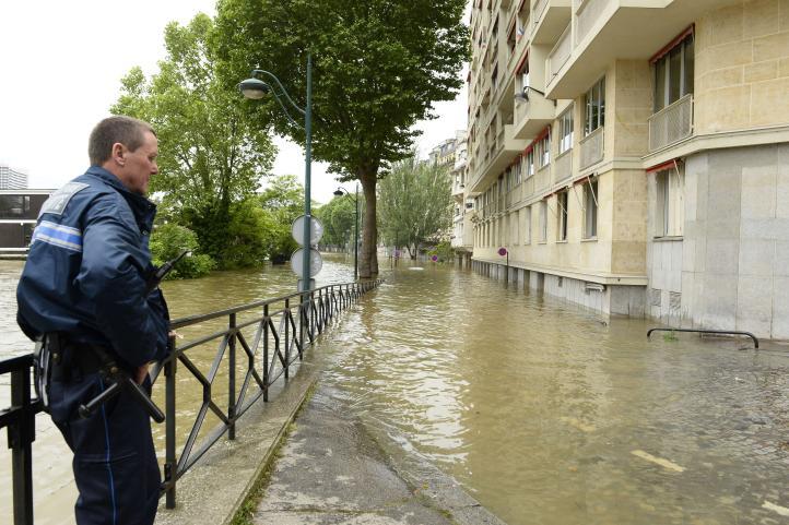 Inundaciones sacuden Paris, cierran sitios emblemáticos