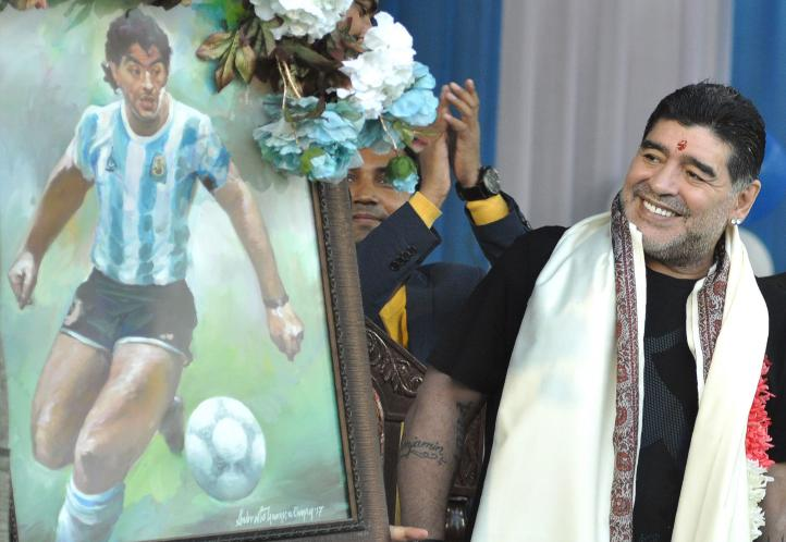 Develan estatua en honor a Maradona en Calcuta