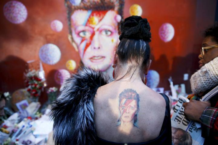 Admiradores lamentan la muerte de Bowie