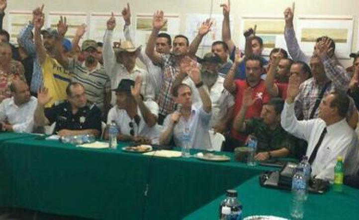 Acuerdan gobierno y autodefensas desarme parcial y continuar legalización