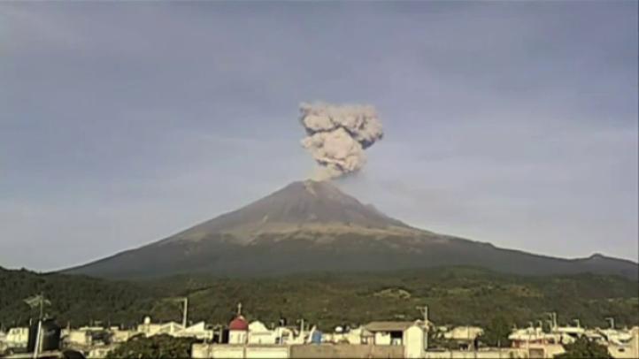 El Popocatépetl emite exhalaciones y explosiones de baja intensidad