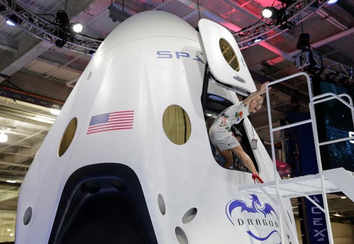 """Presentan """"taxi"""" espacial para astronautas"""