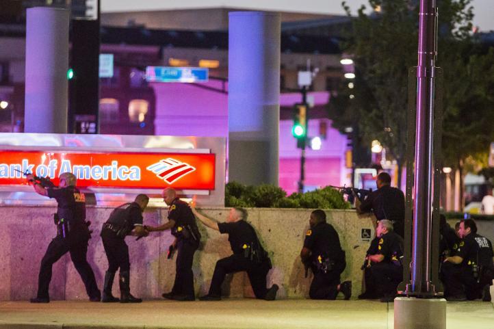 Tiroteo en Dallas deja cinco policías muertos y seis heridos