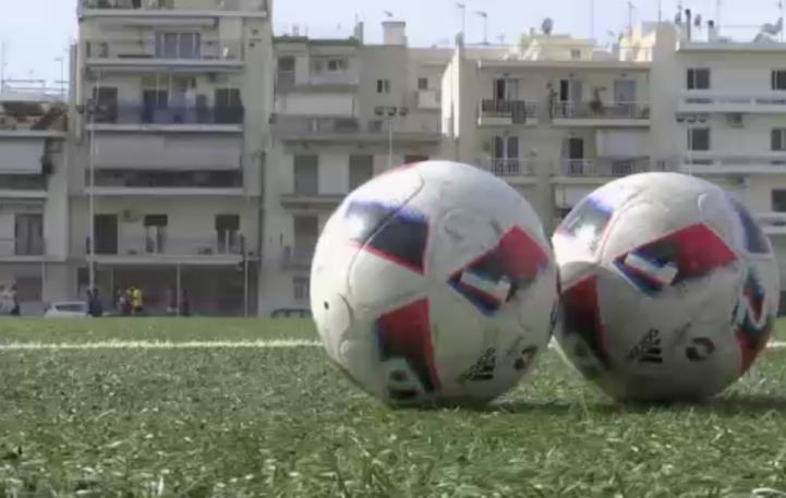 Refugiados conforman equipo de futbol en Atenas
