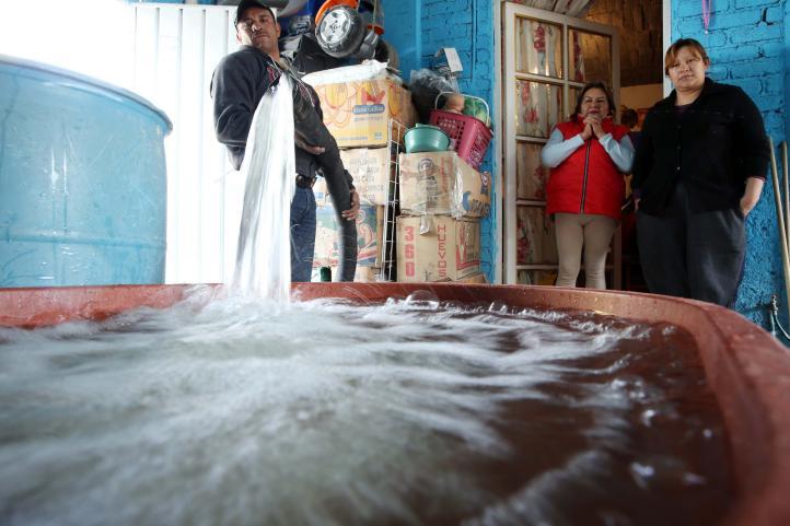 Ser pipero en Iztapalapa, oficio de alto riesgo