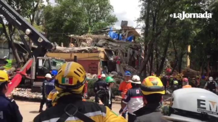 Mantienen esperanza de vida en derrumbe de Tlalpan