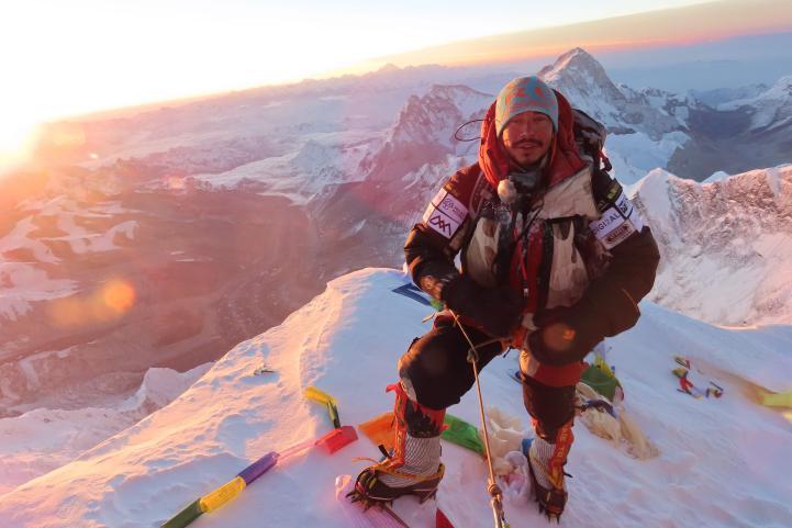 Nirmal Purja sube las 14 cumbres más altas en tiempo récord