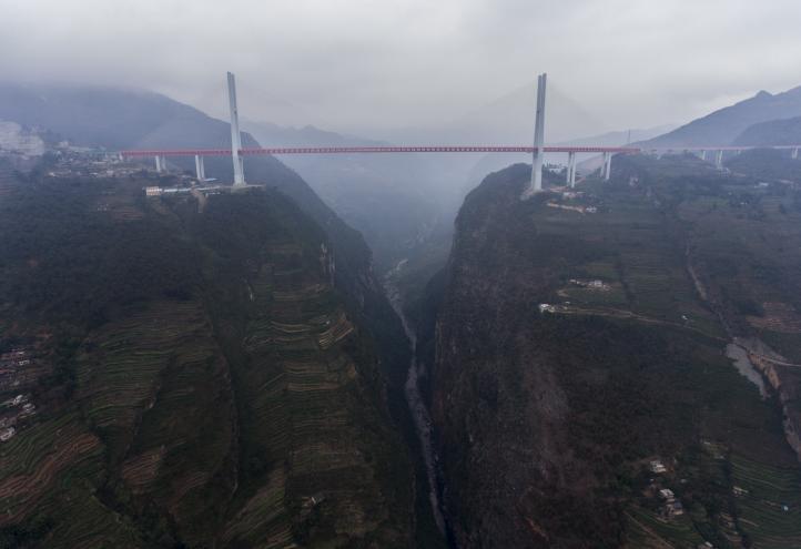 China inagura puente más alto del mundo