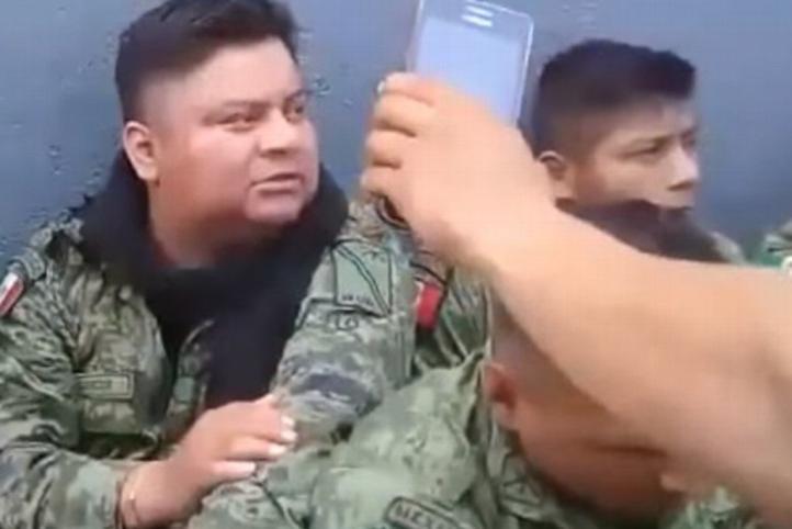 Retienen y desarman a militares en La Huacana, Michoacán