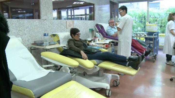 Colas para donar sangre en París, tras ataques