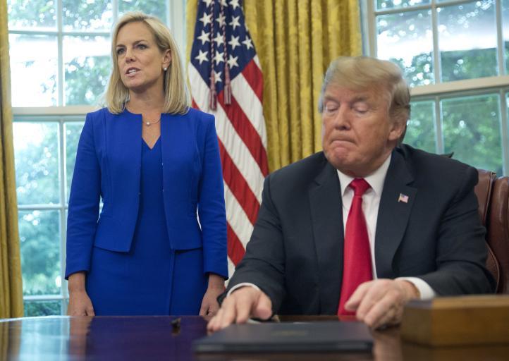 Trump firma decreto para no separar a familias migrantes