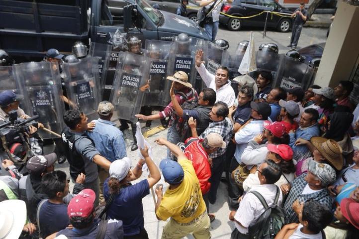 Organizaciones campesinas protestan en Gobernación;