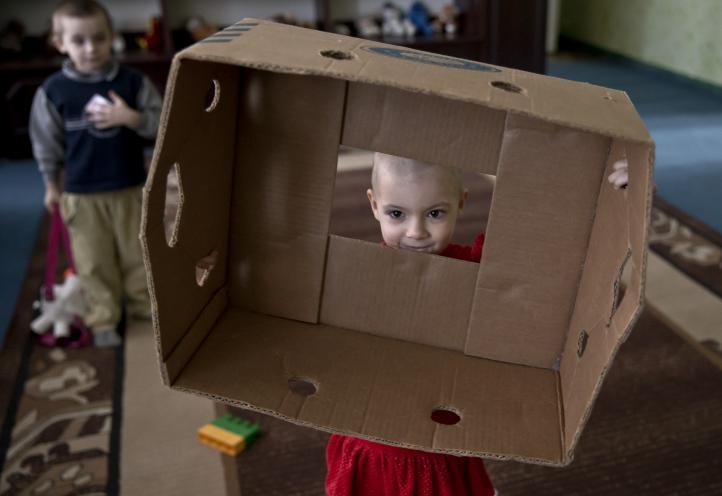 La niñez ucraniana sufre por partida doble