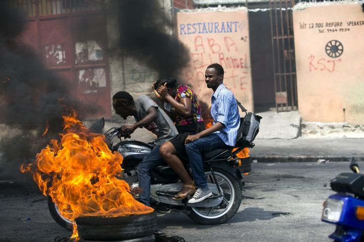 Protestan escasez de gasolina en Haití
