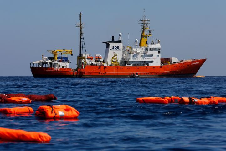 Aquarius pide a Francia desembarcar a 58 migrantes a bordo