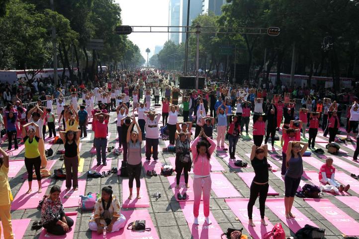 Celebración del primer Día Internacional del Yoga