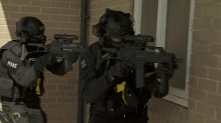 Científicos estudian ondas cerebrales de los agentes de policía para determinar la idoneidad de las armas