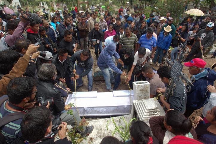 Nochixtlán entierra a sus muertos tras enfrentamientos