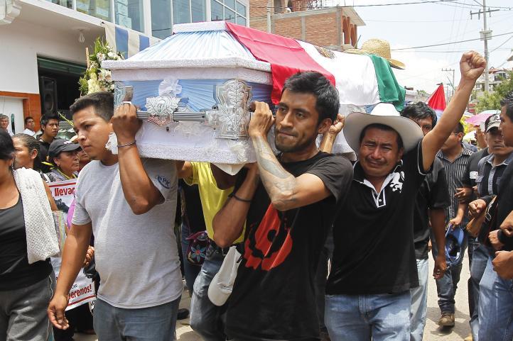 Sepultan en Tlapa, Guerrero, al estudiante muerto en operativo de la PF