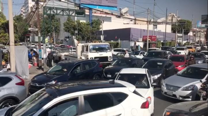 Automovilistas recorren la ciudad en busca de gasolineras