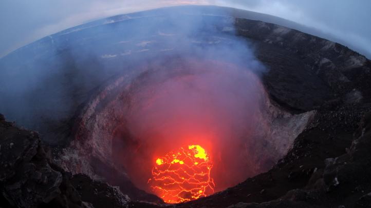 Volcán de Hawai destruye docenas de casas