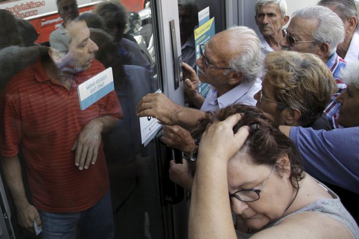 Incertidumbre en Grecia en primer día sin bancos