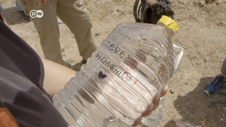 EE.UU.: Ángeles de la Frontera, un grupo que deja agua para los migrantes en el desierto